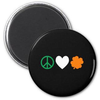 Amour irlandais et shamrocks de paix aimant