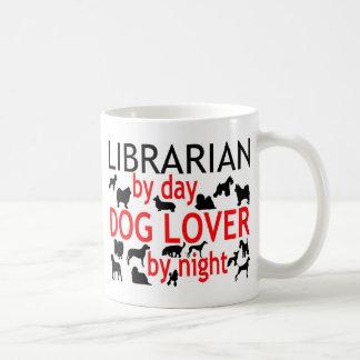 Amoureux des chiens de bibliothécaire mug