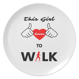 Amours de fille à marcher assiettes en mélamine