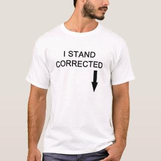 Amputé gauche de jambe je tiens le T-shirt blanc