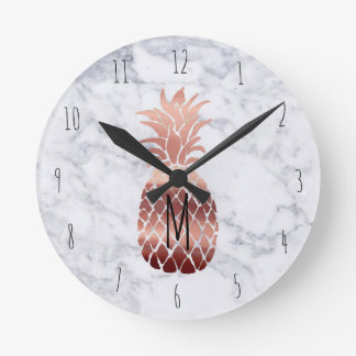 ananas rose d'or de monogramme horloge ronde
