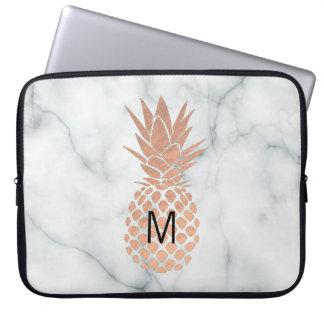 ananas rose d'or de monogramme sur le marbre protection pour ordinateur portable