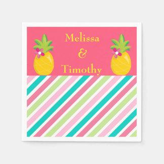 Ananas sur l'arrière - plan rose serviettes en papier