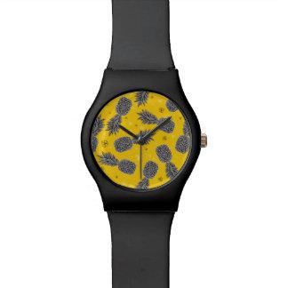 Ananas sur l'or montre
