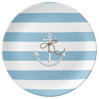 Ancre nautique adorable sur les rayures bleu-clair assiette en porcelaine