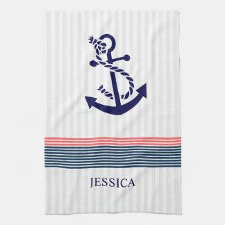 Ancre nautique bleue de bateau et rayures de serviettes éponge