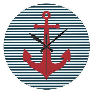 Ancre nautique rouge sur l'arrière - plan bleu ray grande horloge ronde