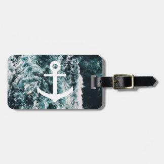Ancre nautique sur l'arrière - plan de photo étiquette à bagage