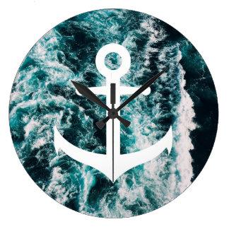Ancre nautique sur l'arrière - plan de photo grande horloge ronde