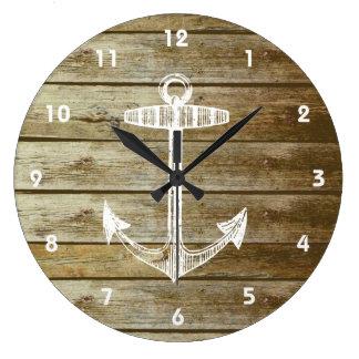 Ancre nautique sur le graphique en bois grande horloge ronde