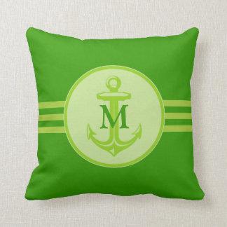 Ancre verte élégante sur le coussin décoré d'un