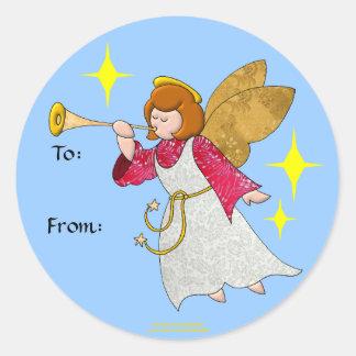 Ange avec des étiquettes de cadeau de trompette sticker rond