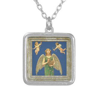 Ange avec le coeur et le cupidon collier