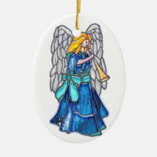 Ange avec le verre souillé de trompette ornement ovale en céramique