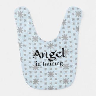 Ange dans le bavoir de bébé de formation