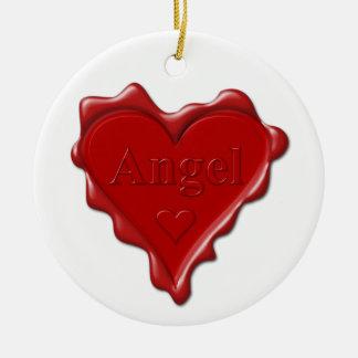 Ange. Joint rouge de cire de coeur avec l'ange Ornement Rond En Céramique