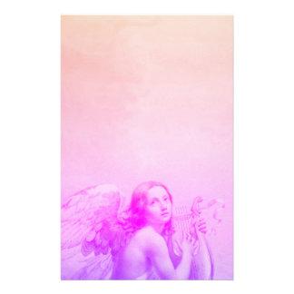 ANGE JOUANT LYRA AU-DESSUS du bleu de rose de Papier À Lettre