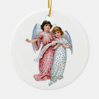 Anges de Noël dans le rose et le bleu Ornement Rond En Céramique