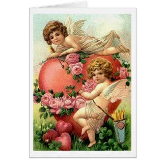 Anges victoriens avec la carte de Saint-Valentin d