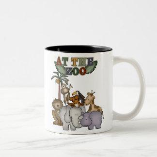 Animaux au zoo mug bicolore