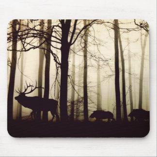 Animaux de forêt dans un brouillard tapis de souris