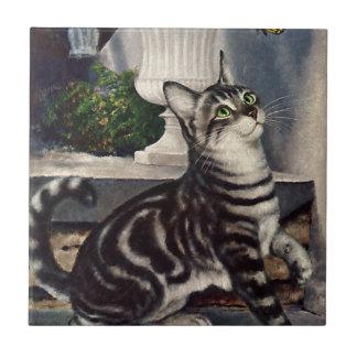Animaux vintages, chat tigré mignon et papillon petit carreau carré