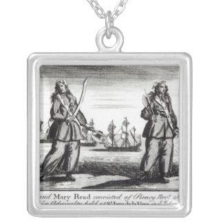 Ann Bonny et Mary Pendentif Carré