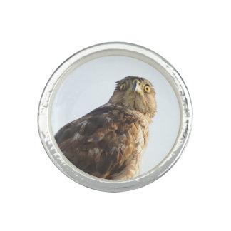 Anneau épaulé rouge de faucon bagues avec photo