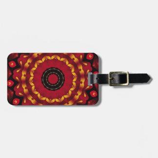 Anneaux d'or sur le mandala rouge étiquette à bagage