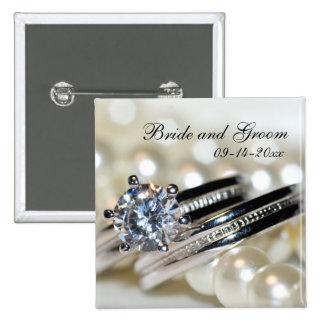 Anneaux et épouser blanc de perles badge