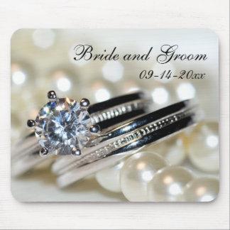 Anneaux et épouser blanc de perles tapis de souris