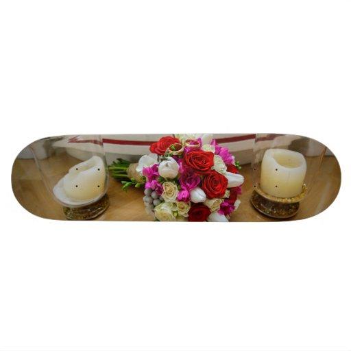 Anneaux nuptiales de bouquet et de mariage plateau de skate