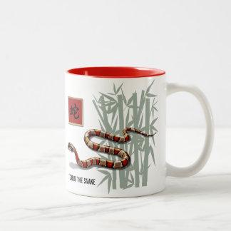 Année chinoise de la tasse de cadeau de serpent