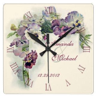 Anniversaire de mariage pourpre de pensées horloge carrée