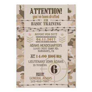 Anniversaire de militaires de camouflage de désert carton d'invitation  12,7 cm x 17,78 cm