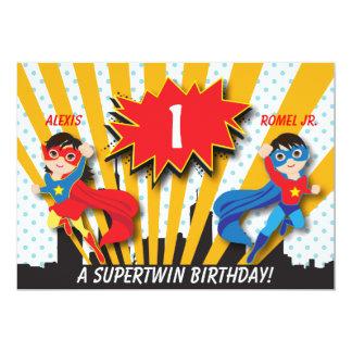 Anniversaire jumel de super héros de fille de carton d'invitation  12,7 cm x 17,78 cm