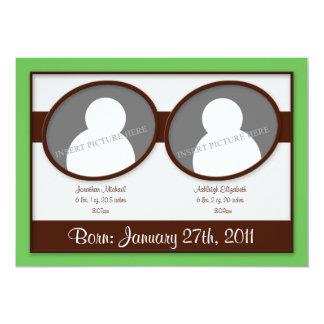 Annonces vertes de naissance de jumeaux de Brown Carton D'invitation 12,7 Cm X 17,78 Cm