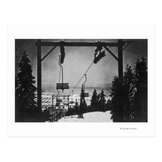 Antenne de ville de télésiège de montagne de carte postale