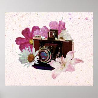 Appareil-photo vintage avec des fleurs posters