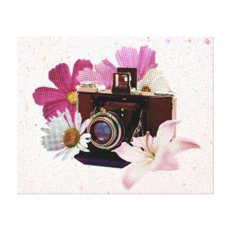 Appareil-photo vintage avec des fleurs toiles