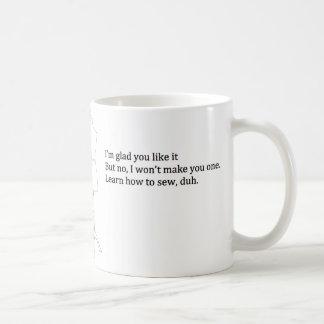 """""""Apprenez comment coudre, duh"""" tasse"""