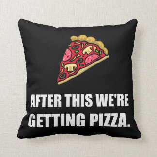 Après cette pizza de obtention oreillers