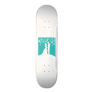 Aqua et silhouettes blanches de mariage de jeunes  skateboards