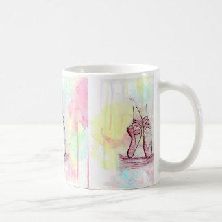 Aquarelle mignonne de croquis de chaussures de mug