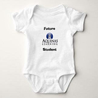 Aquinas apprenant l'équipement de bébé body