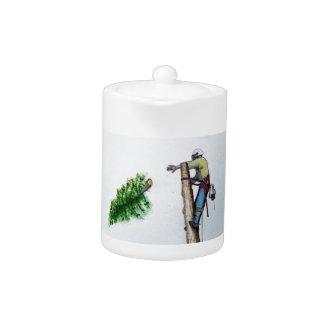 Arboriste de chirurgien d'arbre au présent de
