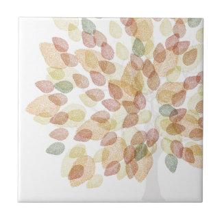 Arbre de bouleau dans des couleurs d'automne petit carreau carré