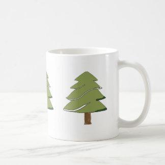 arbre de sapin dans la tasse de neige