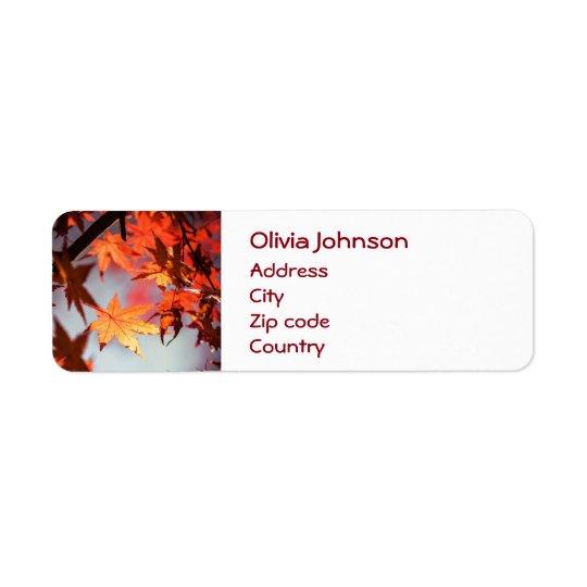 Arbre d'érable rouge de feuille d'automne étiquette d'adresse retour