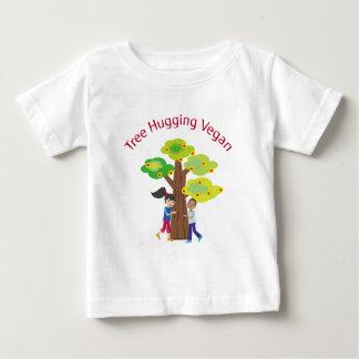 Arbre étreignant le végétalien t-shirt pour bébé